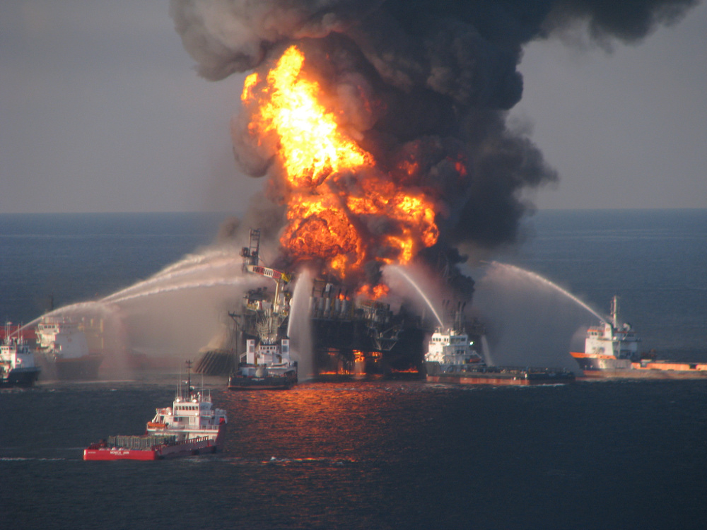 Deepwater horizon well on fire